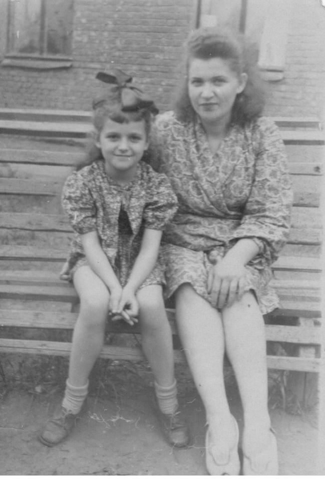 я и мама возле 5-го  Монино 1950